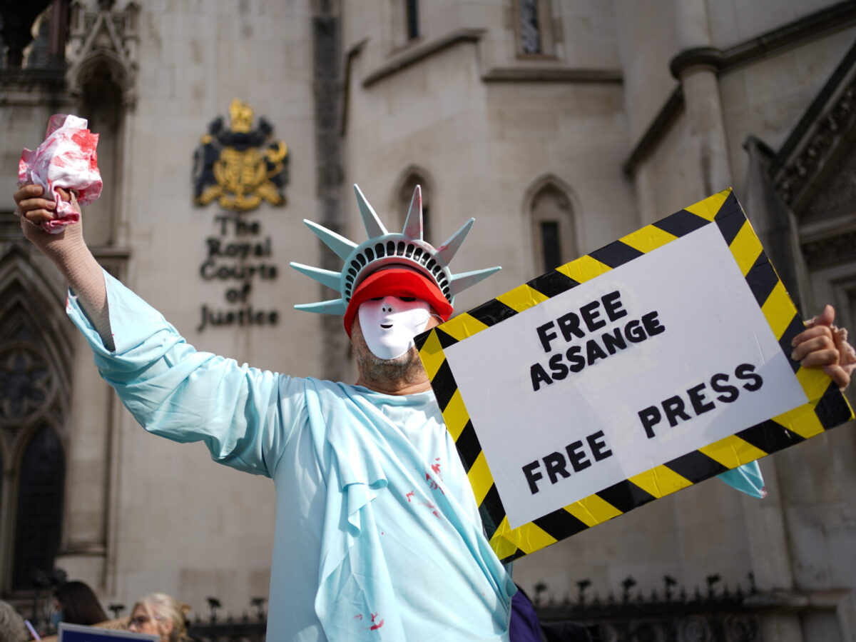 Assange extradition: Judges say US can expand appeal after claim expert 'misled' court