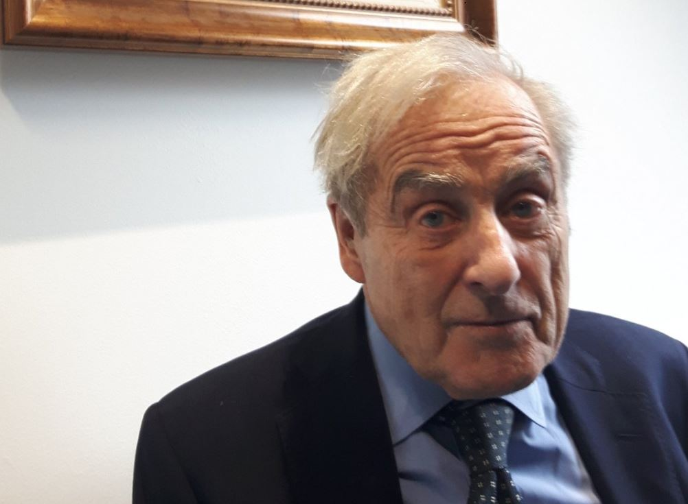 Sir Harold Evans: FT, Guardian and others should sign up to Impress - objections to arbitration are 'spurious'