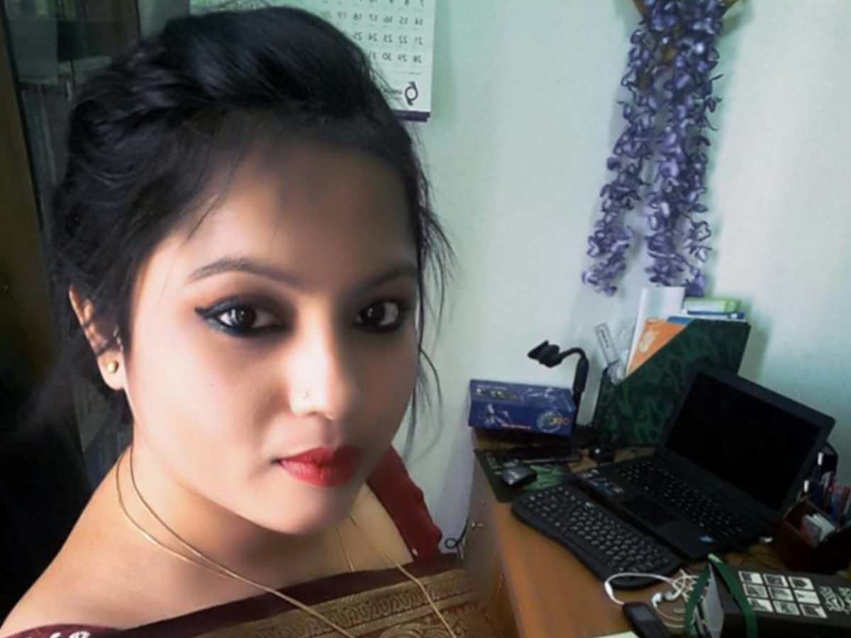 Bangladeshi TV reporter hacked to death by biker gang in her home