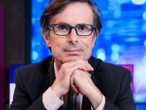 Peston apologises after experiment to broadcast new midweek show on Twitter plagued by technical issues leaving just 200 watching online