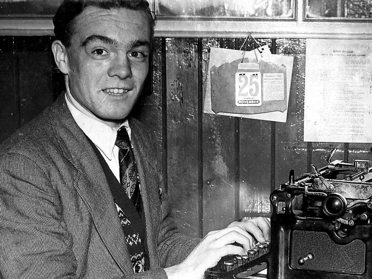 'Giant of Belfast journalism' Eddie McIlwaine dies aged 83 after six decades in newspapers