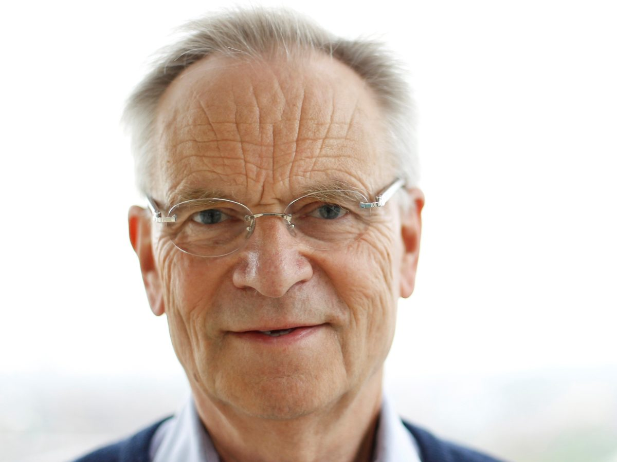 Ex-Tory MP Jeffrey Archer admits reading Guardian to 'balance' out 'prejudiced' Telegraph coverage of Boris Johnson