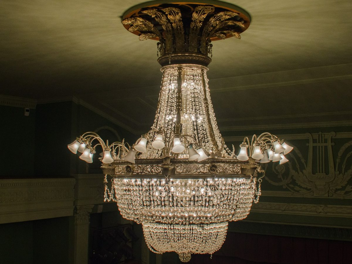 Woman 'in relationship with chandelier' loses complaint against 'discriminatory' Sun column