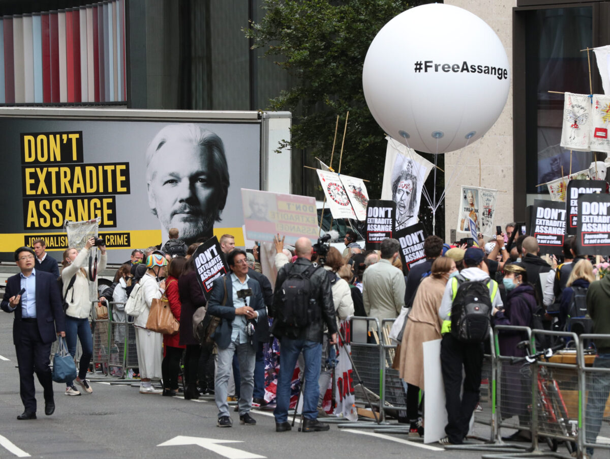 Julian Assange supporters rally as extradition fight goes to Old Bailey