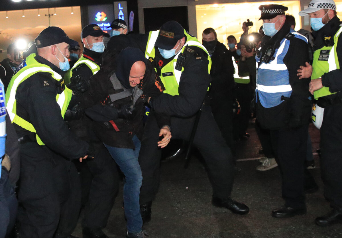 Police apologise after journalists threatened with arrest at anti-lockdown protest