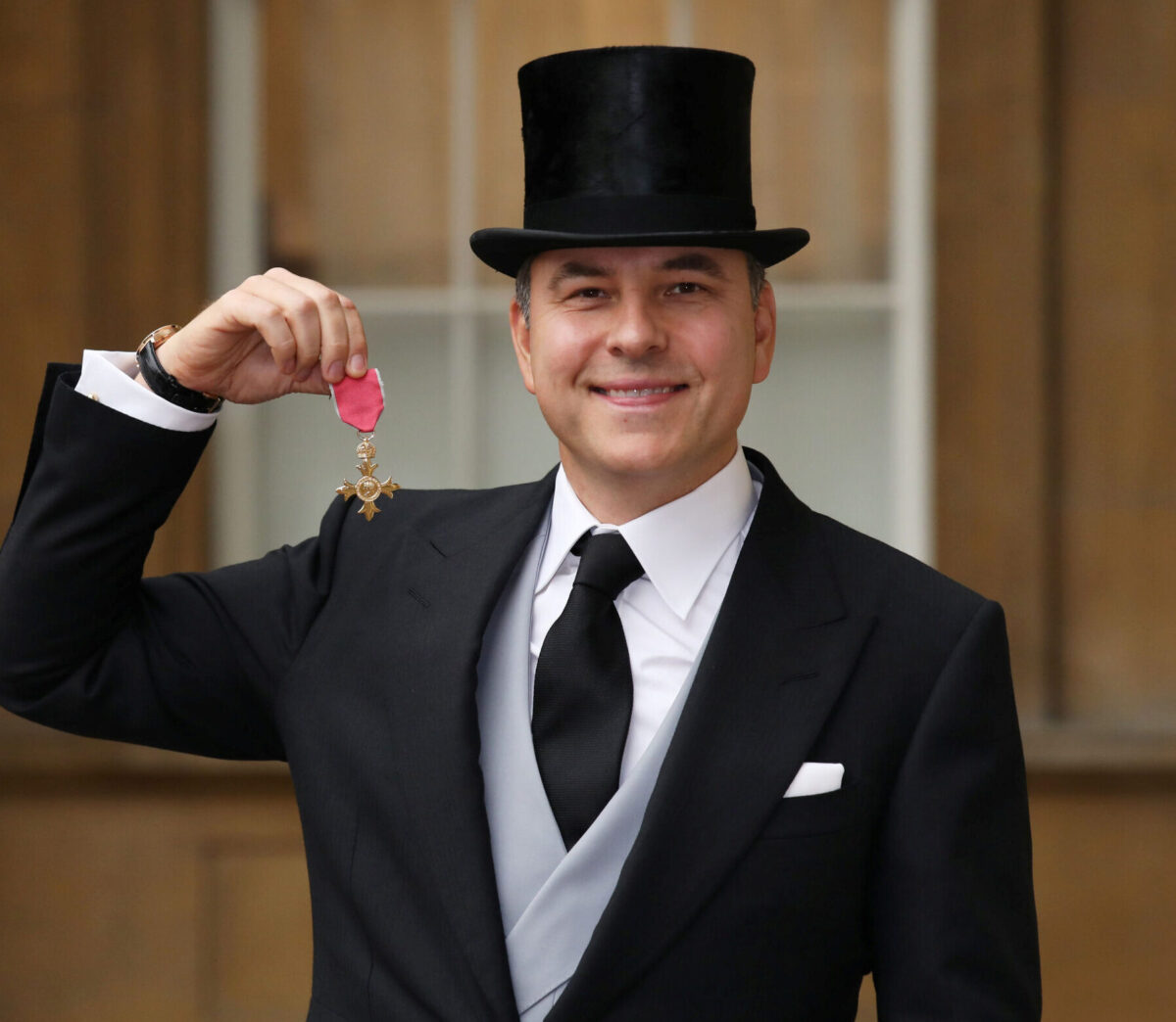 David Walliams and Martin Clunes settle phone hacking claims against Mirror publisher