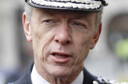 Hogan-Howe signals thaw in relations with journalists as senior officers attend Crime Reporters Association party