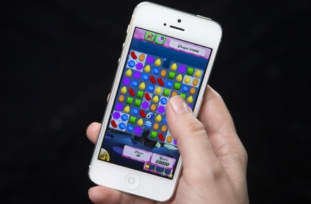 FT managing editor says Candy Crush now a competitor as survey says a third of Britons access news on mobiles