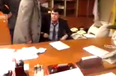 Video shows Ukraine TV boss beaten up by far-right MPs