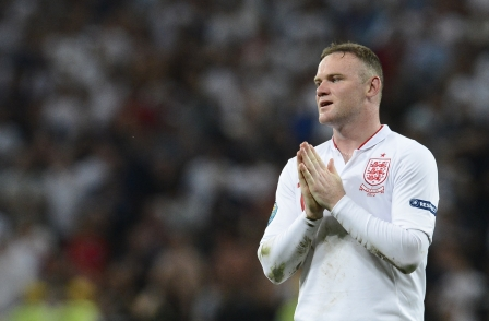 A massage parlour worker warned Wayne Rooney to stop visiting or he would 'destroy his career', a court heard