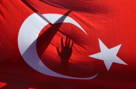 Press clampdown by Turkish government sees around 20 journalists arrested