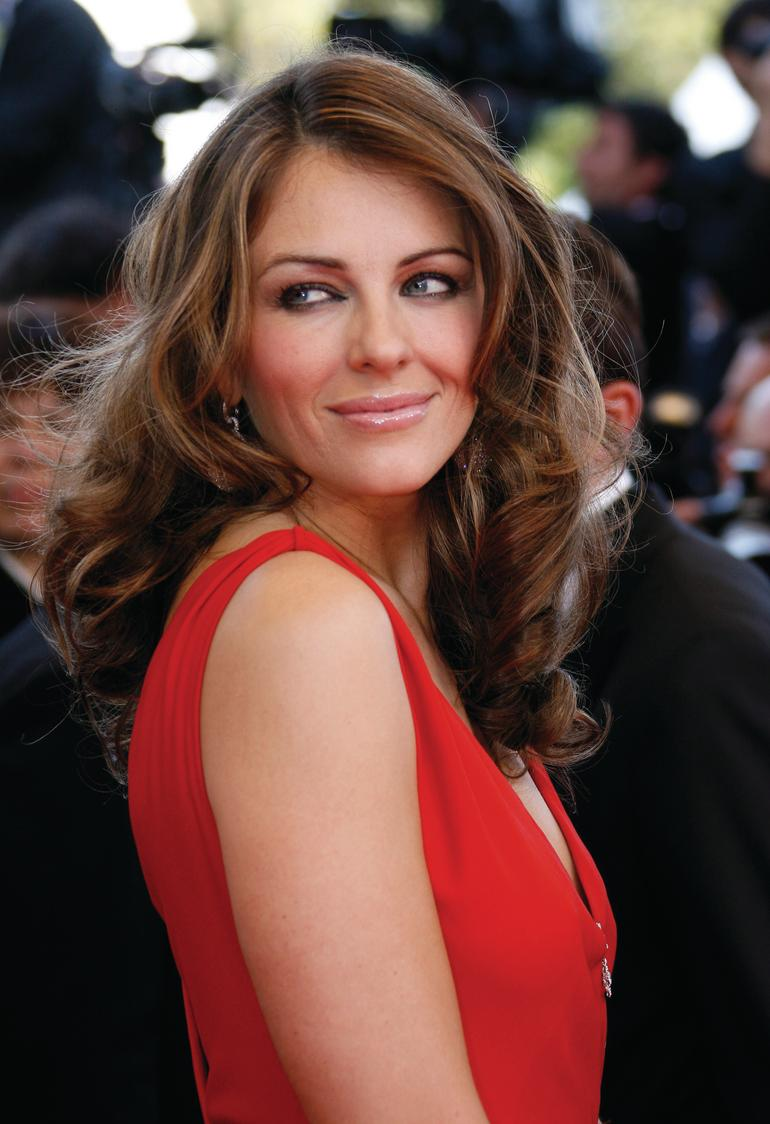 Liz Hurley and Hugh Grant accept £58k from Mail on Sunday